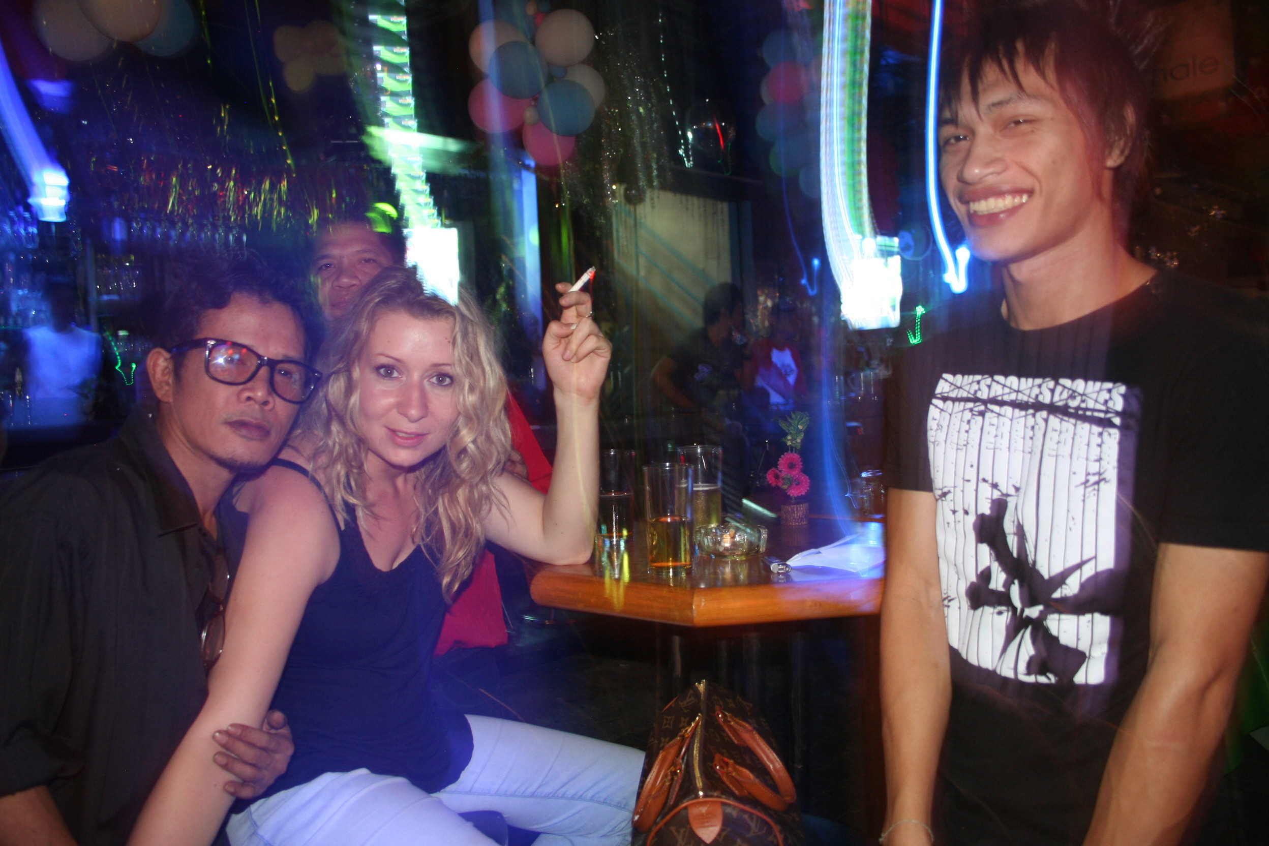 Thai prostitute is filled with semen of a foreign guy 7